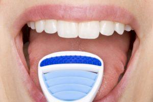 using-tongue-scrapers